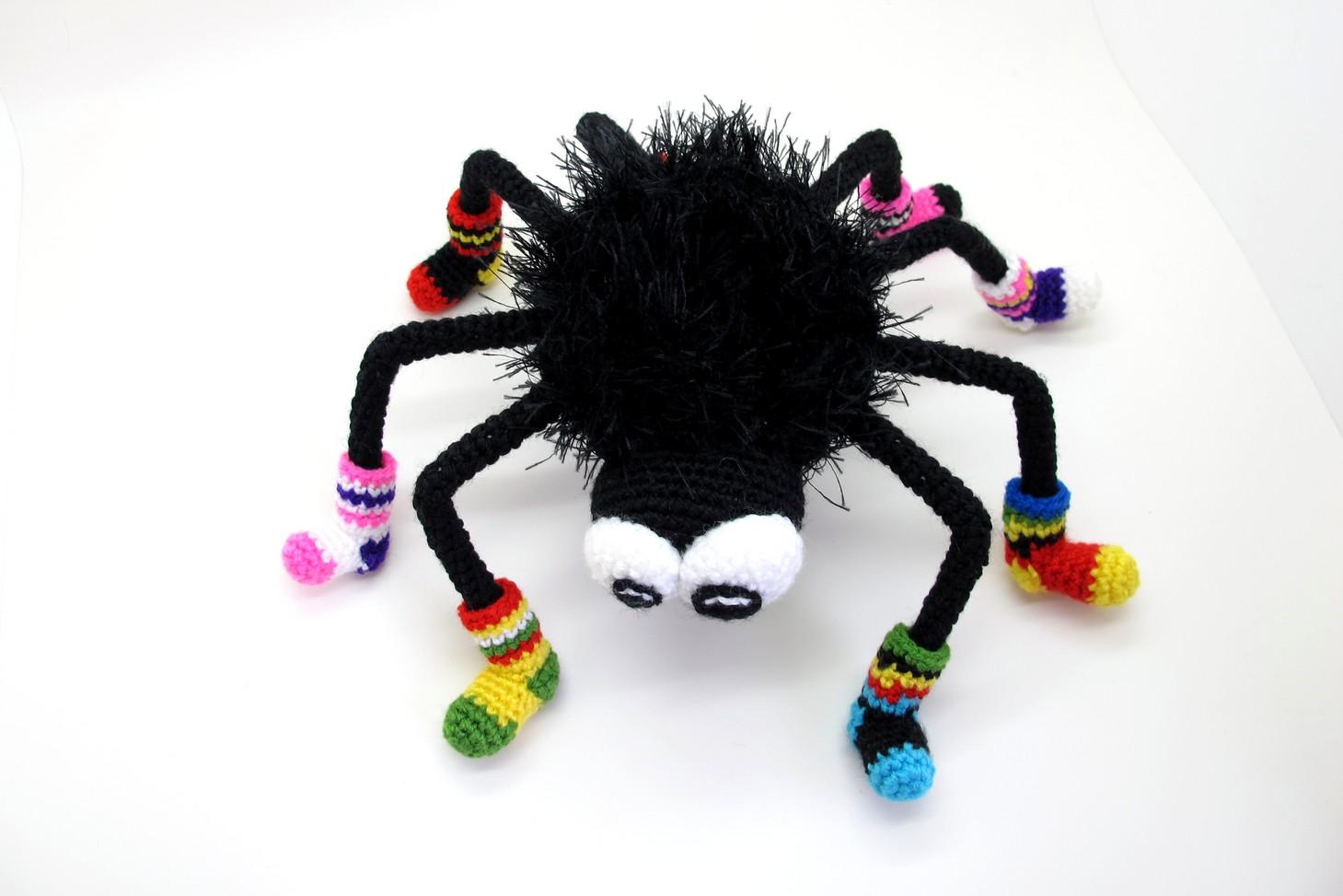 Как связать паука крючком фото